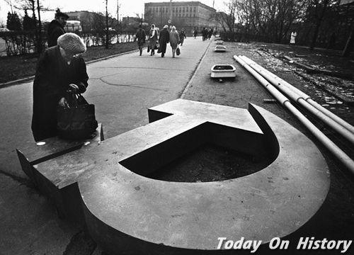 苏联解体成几个国家 苏联解体的原因是什么?