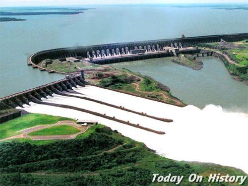 世界第一大坝 长8000米的伊泰普大坝