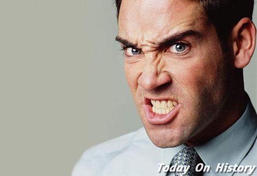 人愤怒时的表情为何是一样的 即便是盲童发怒也与常人无异