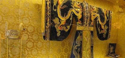 """龙袍历代有什么变化 黄色的""""龙袍""""何时成为皇权的象征"""