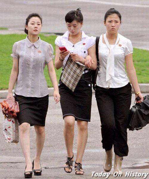 """朝鲜女人为什么只穿裙子?连金日成都说""""裤子是男人穿的""""!"""